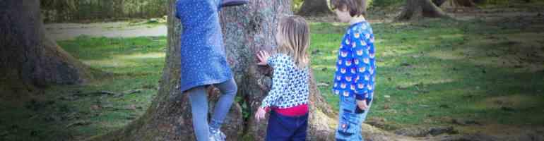 Kinder in nachhaltiger Kindermode von Naturkinderladen