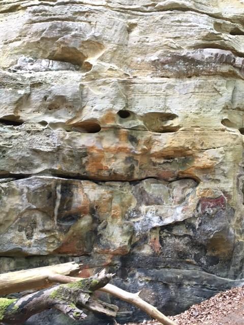Eine Wand mit idealen Strukturen zum Bouldern