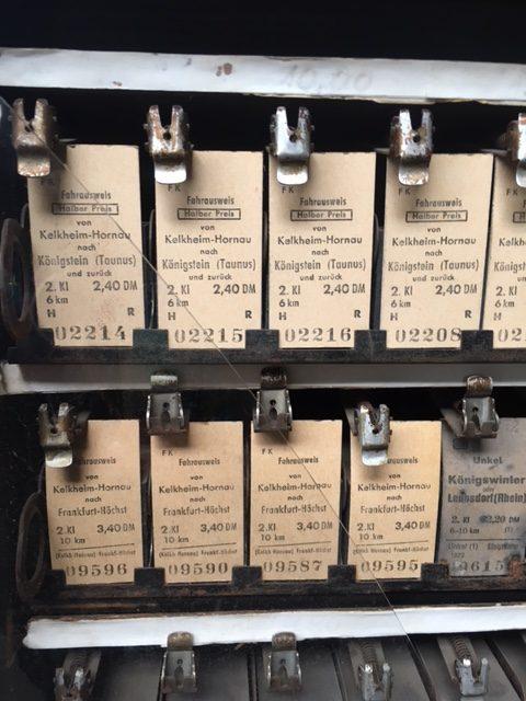 Ein alter Ticketautomat