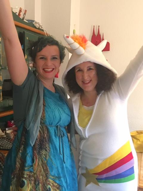 Pfau und Einhorn feiern Karneval