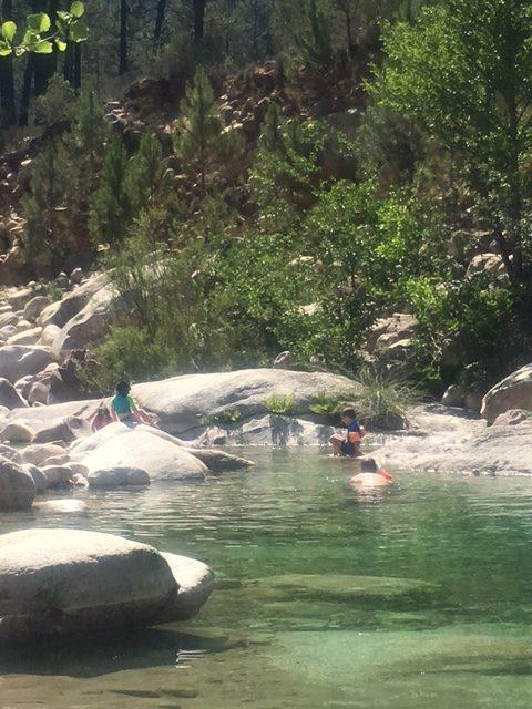 Baden im Fluss auf Korsika