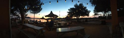 Chirincana-Bar am Abend