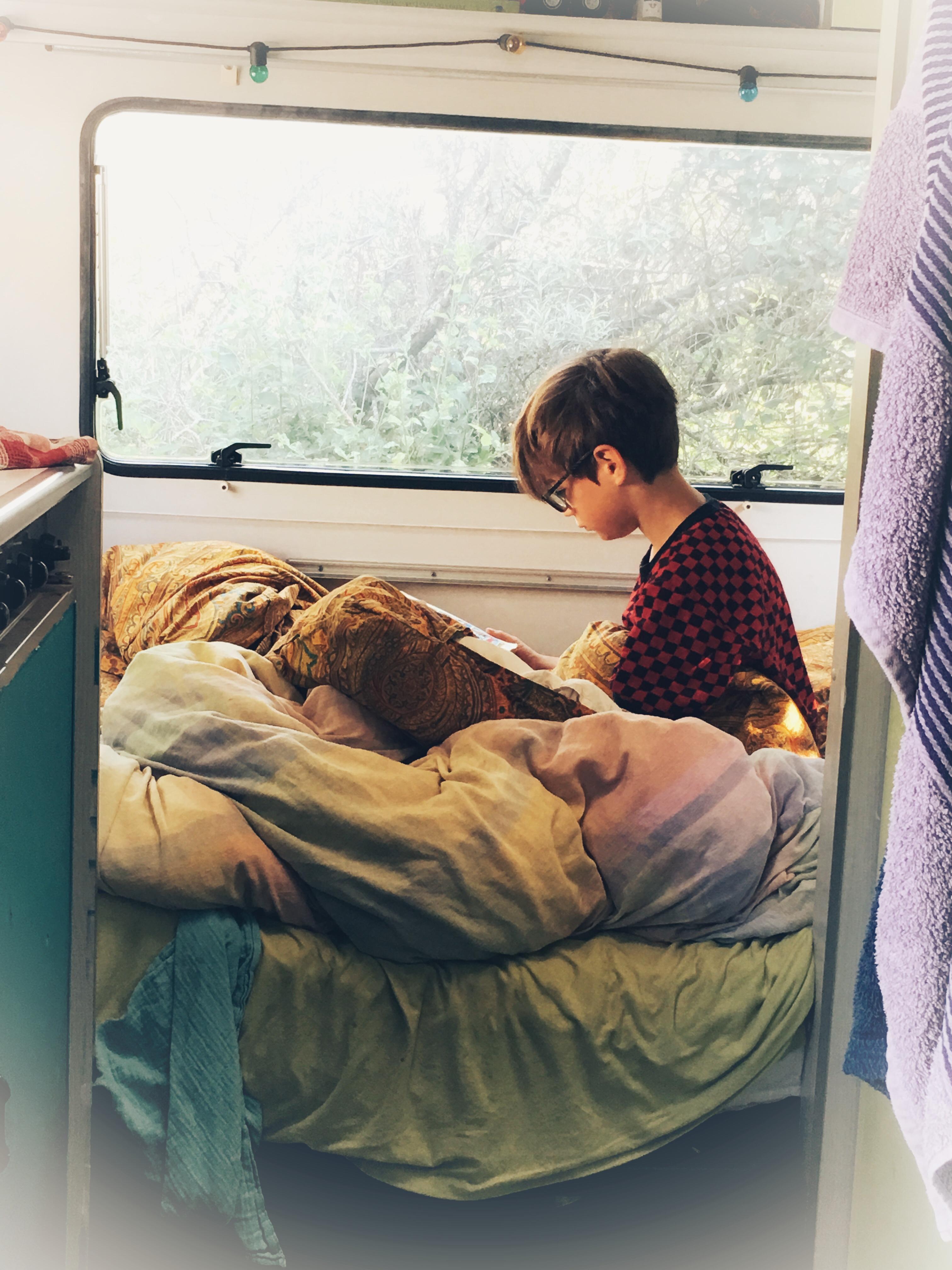 Kind1 in unserem Wohnwagen