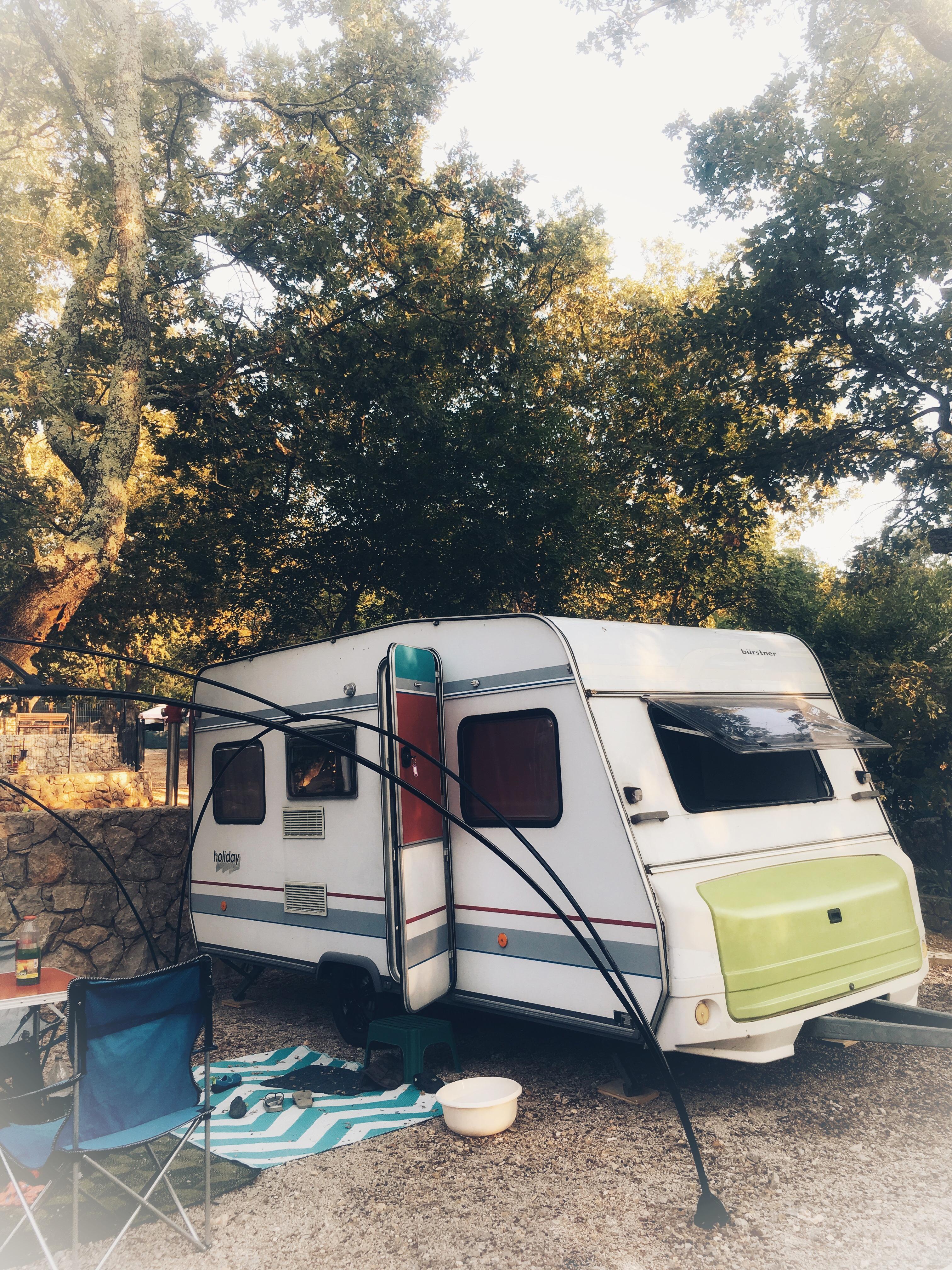 Wohnwagen auf dem Campingplatz Glavotok, Krk, Kroatien